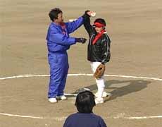 ソフトボール初心者 ピッチャー理想的なフォーム 矯正法も DVD